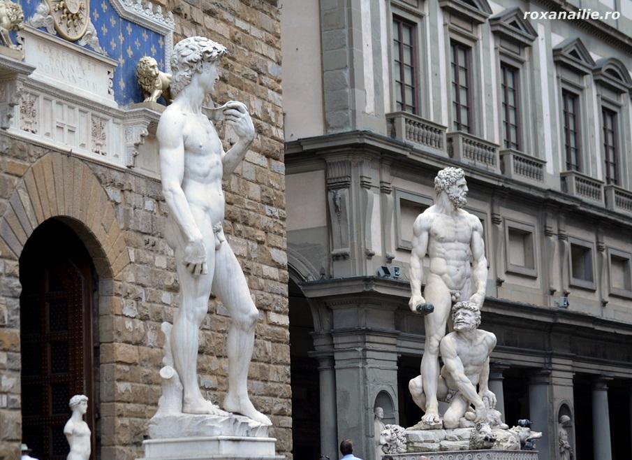 David si Hercule la intrarea in Palazzo Vechio din Piazza della Signoria din Florența