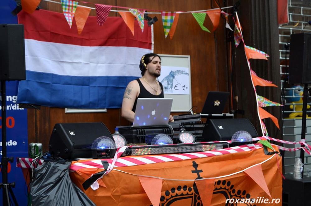 DJ și prin marea portocalie pietonală, nu doar pe bărcile dansante