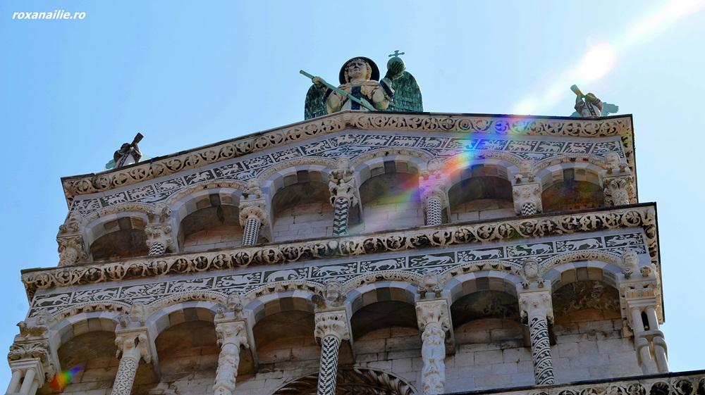 Fațada spectaculoasă a bisericii San Michele in Foro
