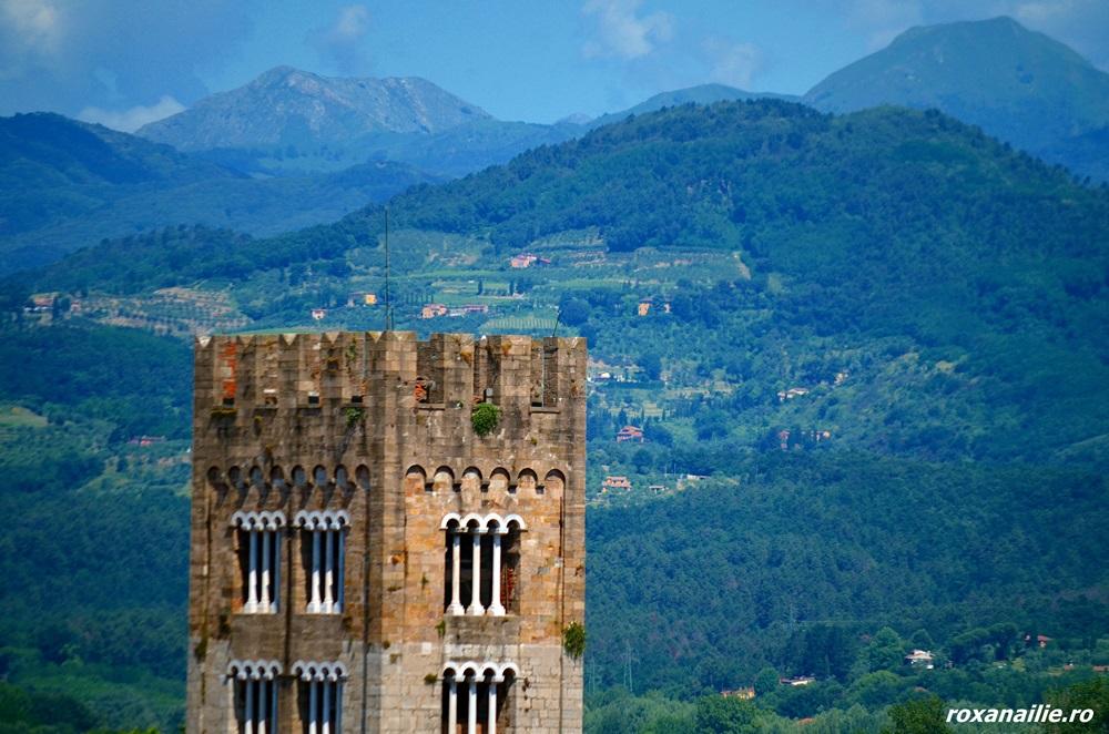 Turnurile din Lucca au farmec, cu sau fără stejari în vârf