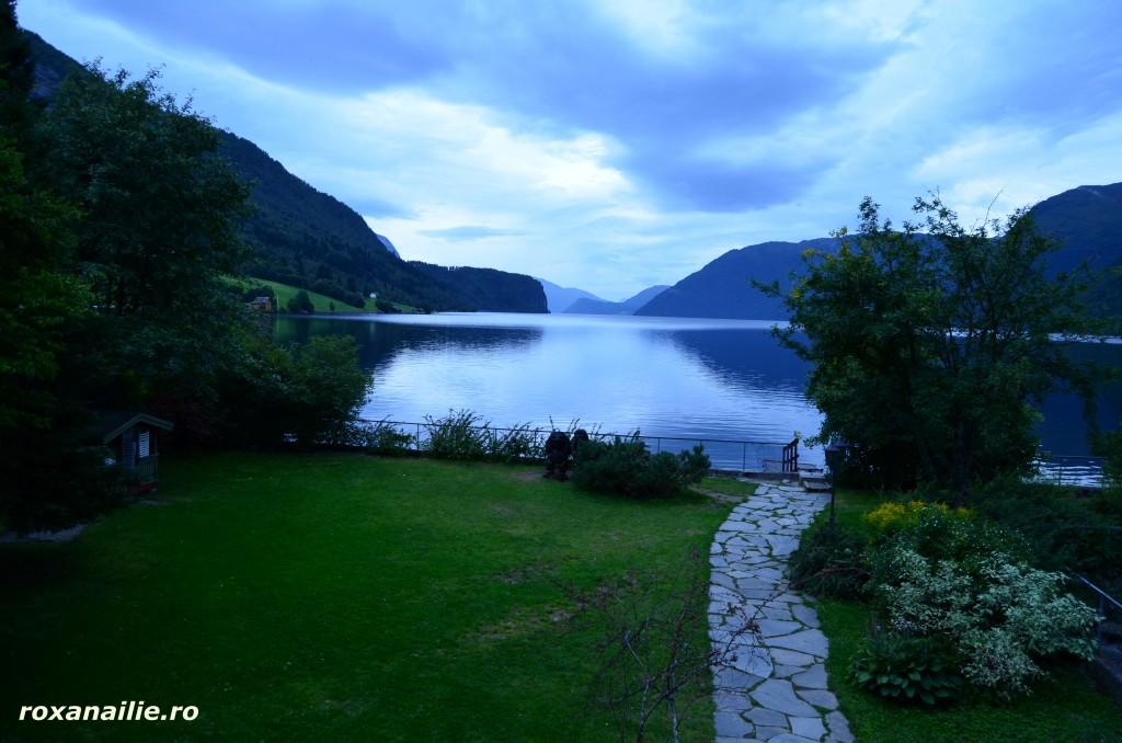 Cu patul la cativa metri de lacul cel mai adanc din Europa