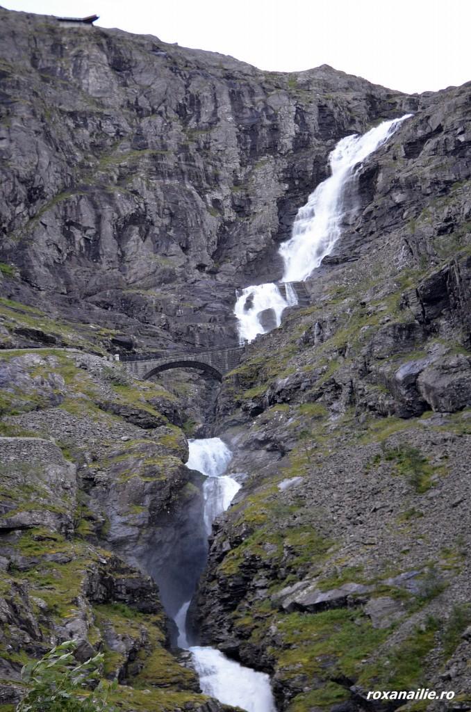 Natura vie cu cascada Stigfossen