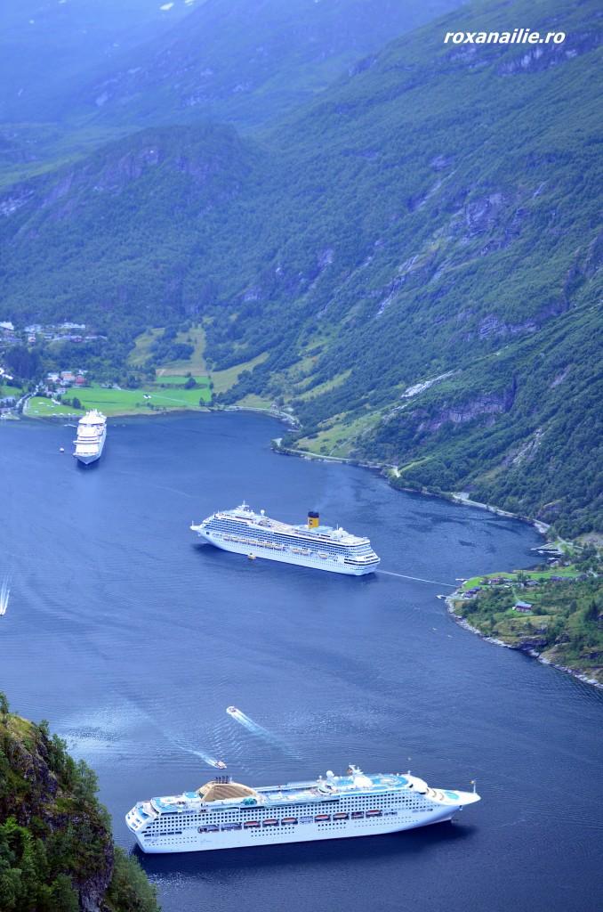 Ambuscada de vase de croaziera pe fiordul Geiranger