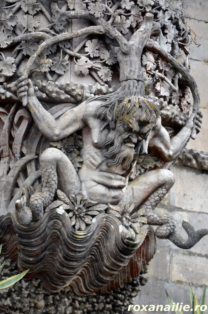 Tritonul Castelului Pena – un monstru trist si singur, purtand pe umeri un adevar greu