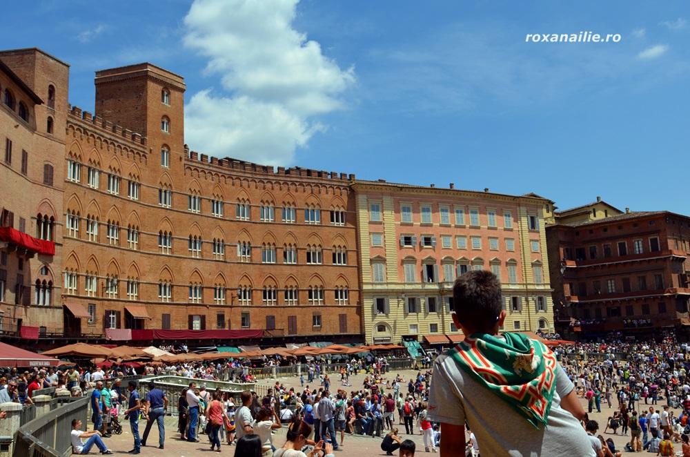 Piazza del Campo in asteptarea fiestei