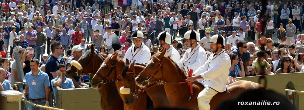 Pregatiri pentru start în cursele de cai de la Siena
