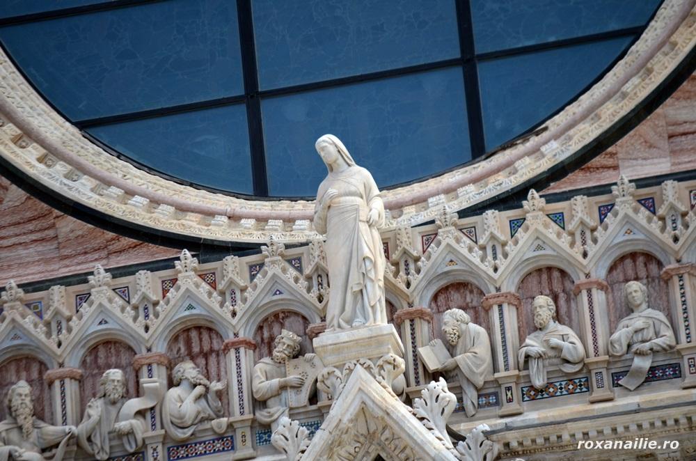 Santa Maria Assunta, pe fațada Domului din Siena