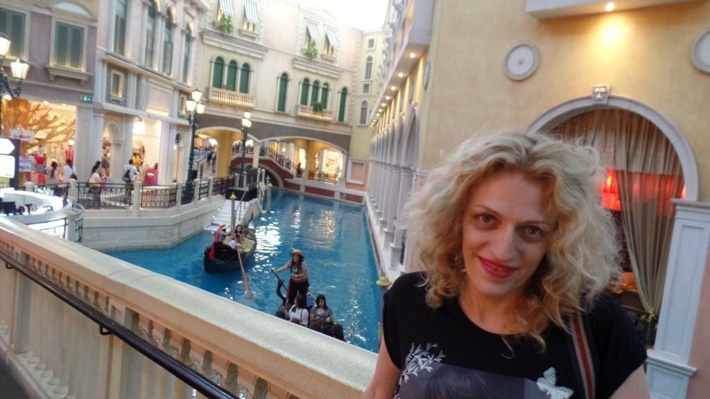 În Veneţia cu gondola? Sau în Macau la cazinoul veneţian? Că m-am confuzat