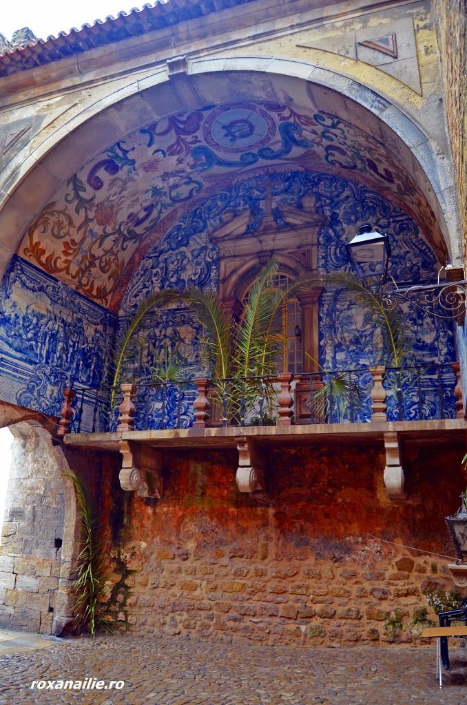 Azulejos pavează atât exterioarele, cât și inteiorul bisericii din Obidos