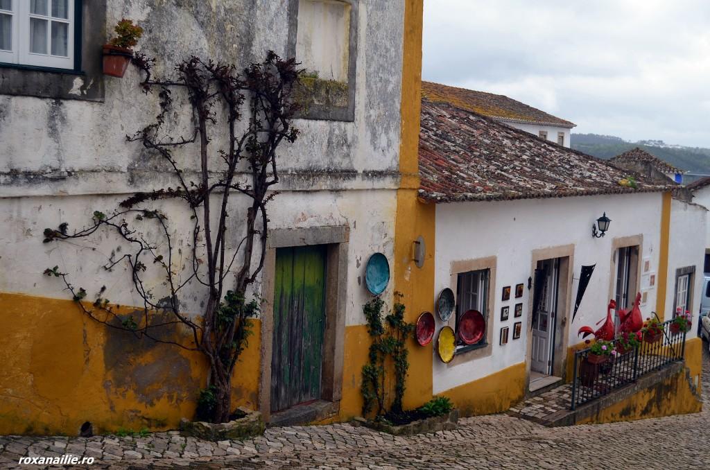 Pereții din Obidos sunt un spectacol cromatic și meșteșugăresc