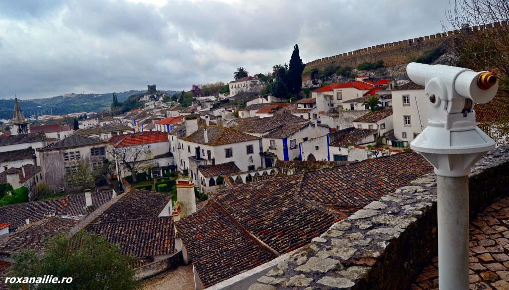 Panoramă splendidă a unui oraș de poveste portugheză