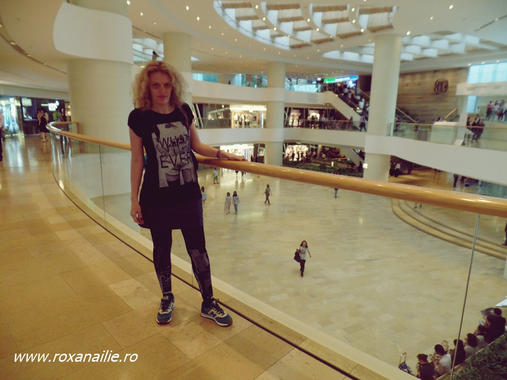 Un mall perpetuu... prinde bine când plouă cu găleata :)