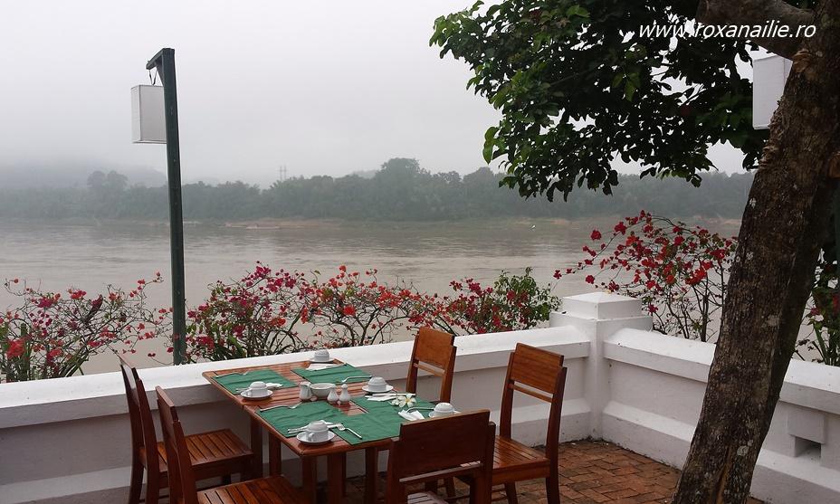 Un mic dejun pe malul Mekongului nu strică niciodată